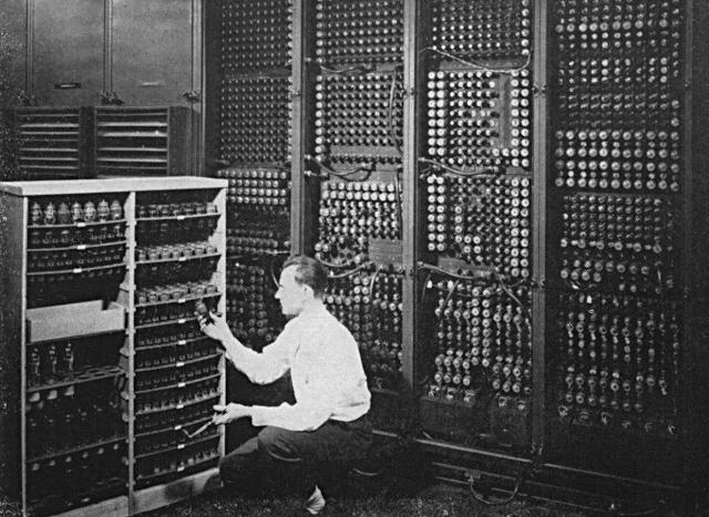 การกำเนิดของเครื่องคอมพิวเตอร์อิเล็กทรอนิกส์