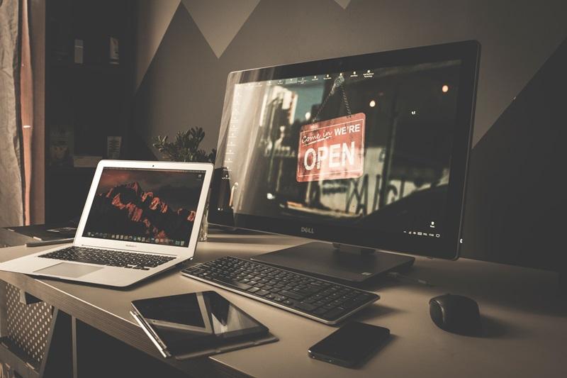 แบบไหนที่น่าใช้กว่ากันระหว่างโน๊ตบุ๊คกับคอมพิวเตอร์ตั้งโต๊ะ